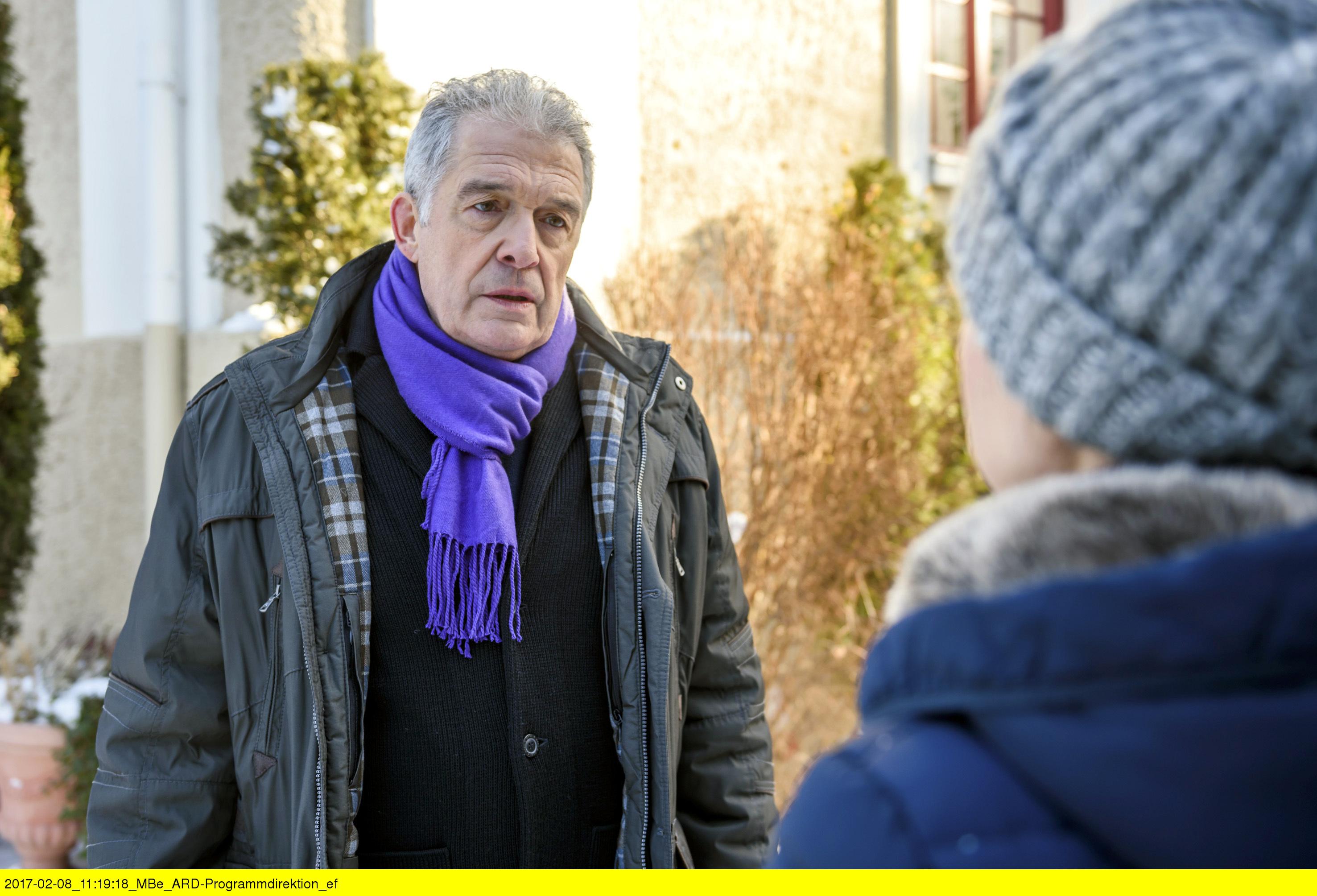 ARD STURM DER LIEBE FOLGE 2652, am Mittwoch (22.03.17) um 15:10 Uhr im ERSTEN. André (Joachim Lätsch, l.) will sich erst versöhnen, wenn Melli (Bojana Golenac, r.) sich beruhigt hat. (Quelle: ARD/Christof Arnold)