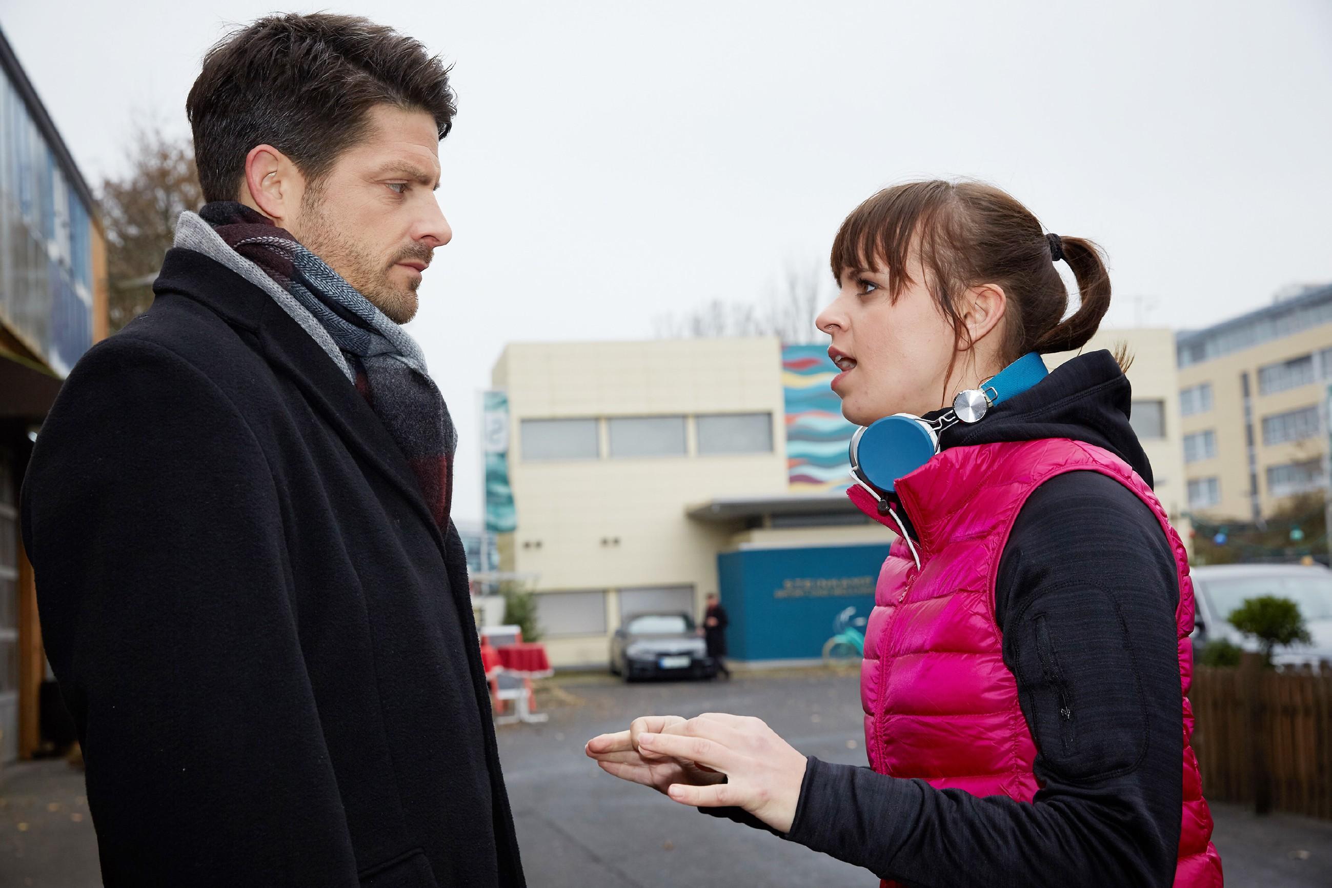 Als Vincent (Daniel Buder) einen weiteren Versöhnungsversuch bei Michelle (Franziska Benz) startet, stößt sie ihn hart vor den Kopf.