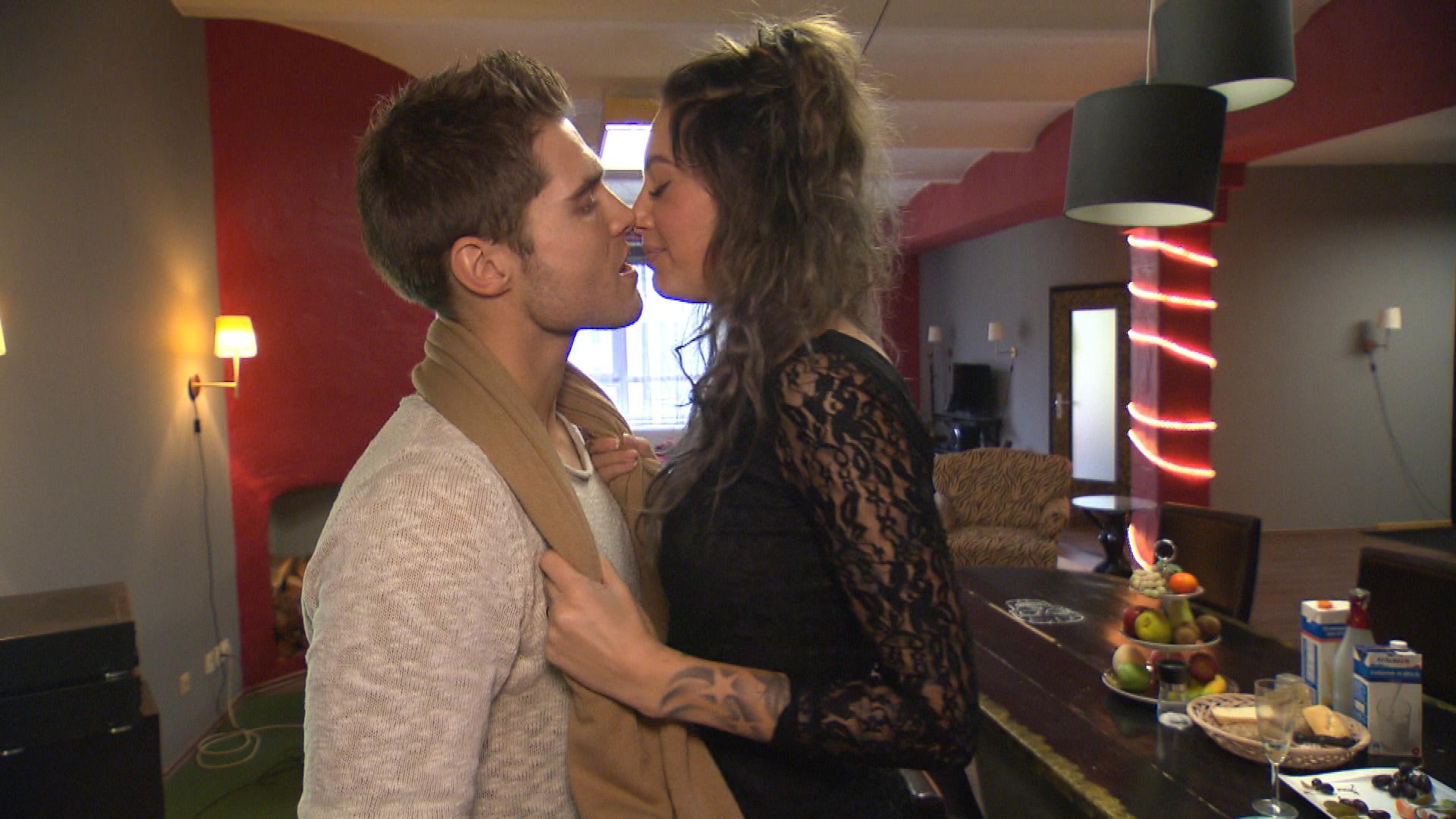 Milla und Vincent nähern sich wieder an. (Quelle: RTL 2)