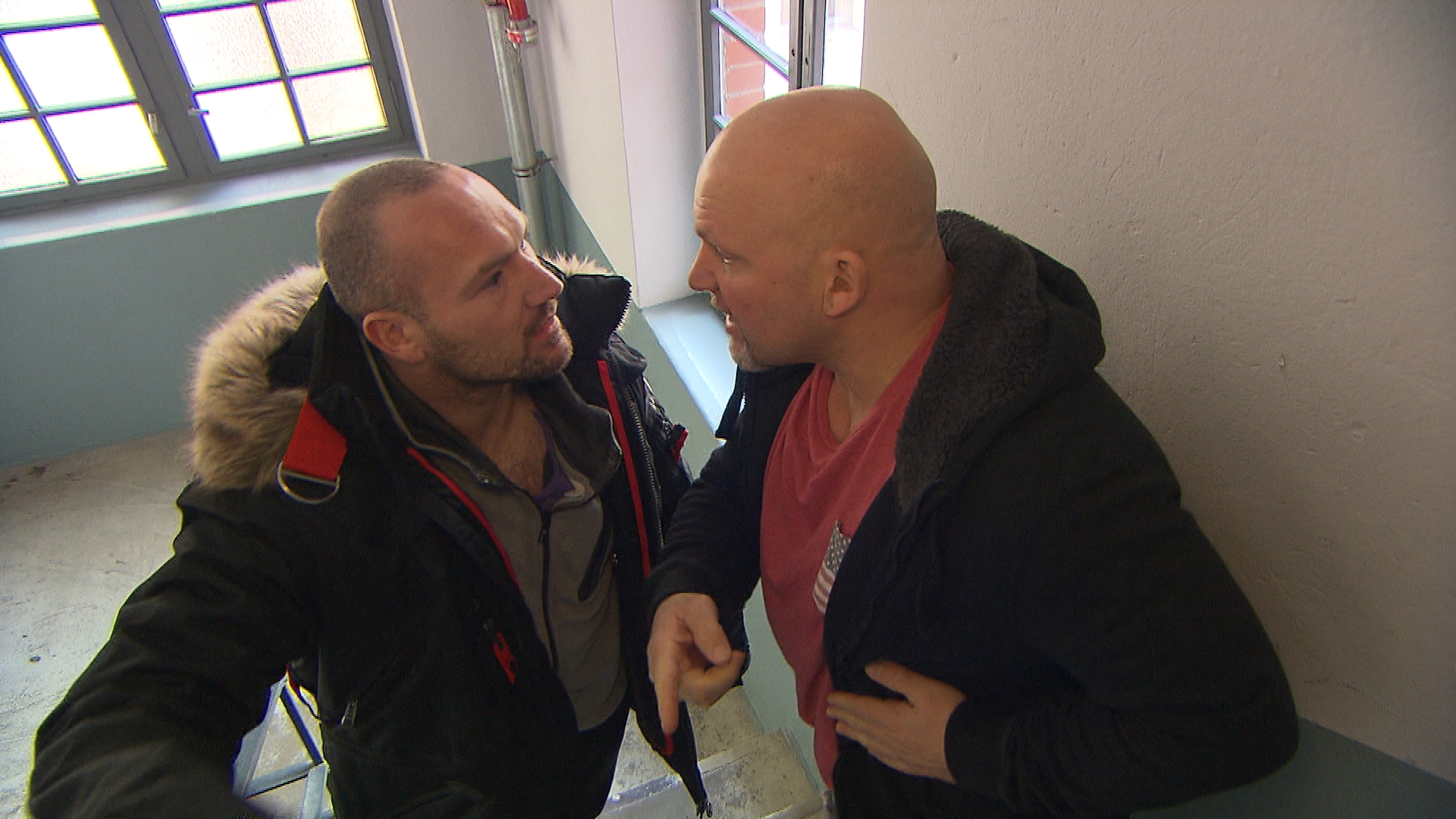 Joe (re.) und Adam (li.) geraten aneinander, (Quelle: RTL 2)
