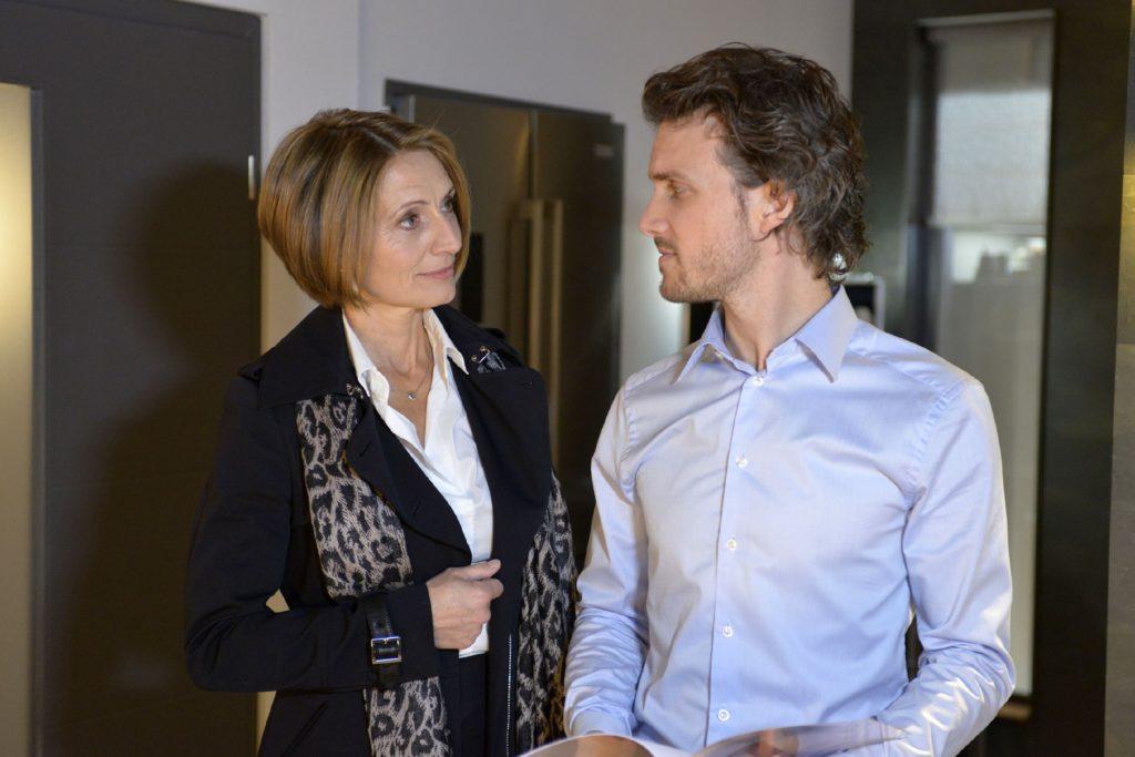 Felix (Thaddäus Meilinger) hofft, dass Rosa (Joana Schümer) ihm nicht auf die Schliche kommt.