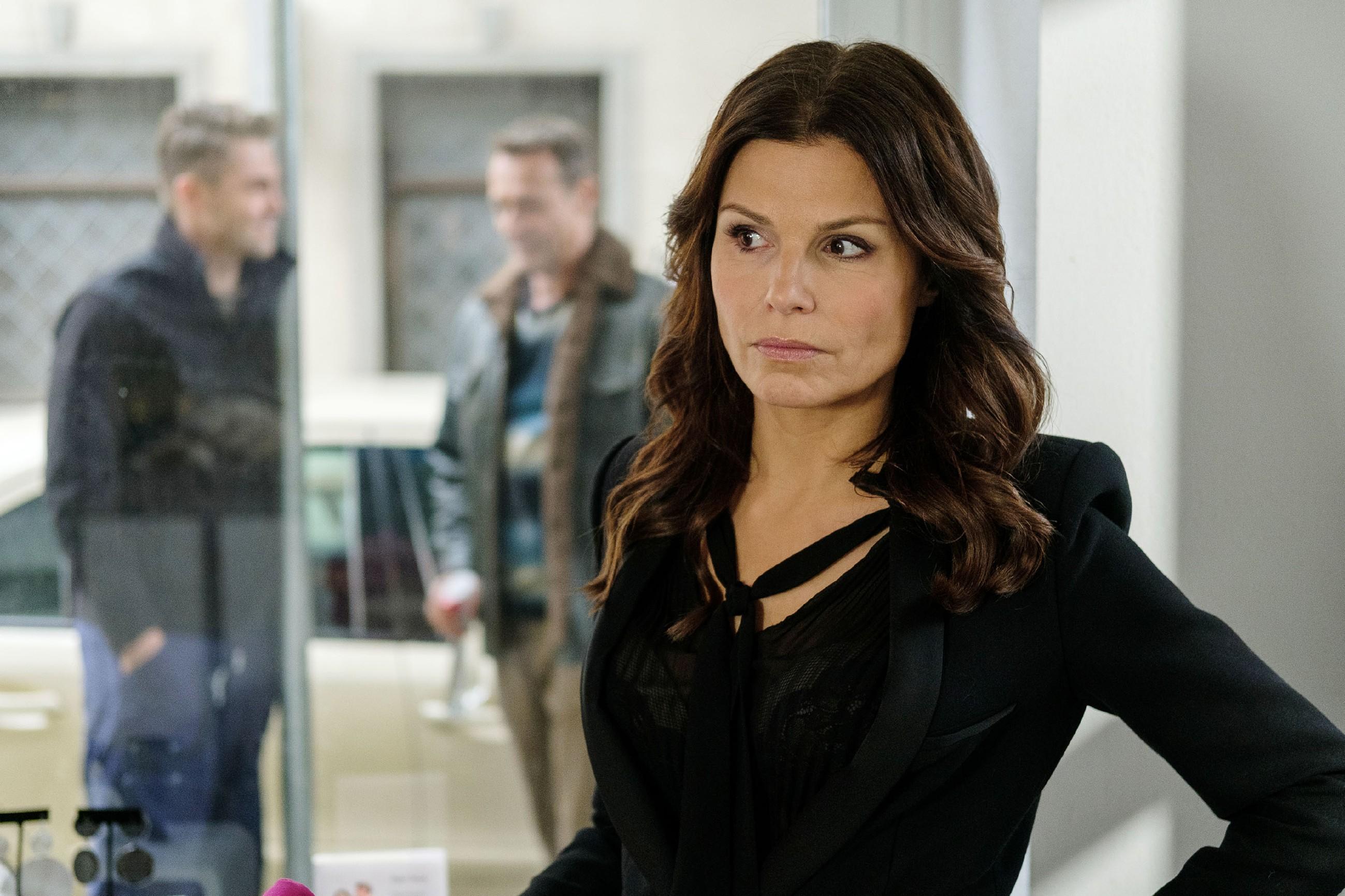 Britta (Tabea Heynig) will nicht hinnehmen, dass Rufus mit dem Leben als Erfolgsautor abschließt. (Quelle: RTL / Stefan Behrens)