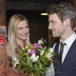Statt Sunny (Valentina Pahde) die Wahrheit zu gestehen, überrascht Felix (Thaddäus Meilinger) sie mit romantischen Gesten. (Quelle: RTL / Rolf Baumgartner)