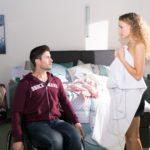 KayC (Pauline Angert) wird von ihren Gefühlen zu Paco (Milos Vukovic) übermannt und geht in die Offensive: Wird Paco sich auf ihr Avancen einlassen? (Quelle: RTL / Stefan Behrens)