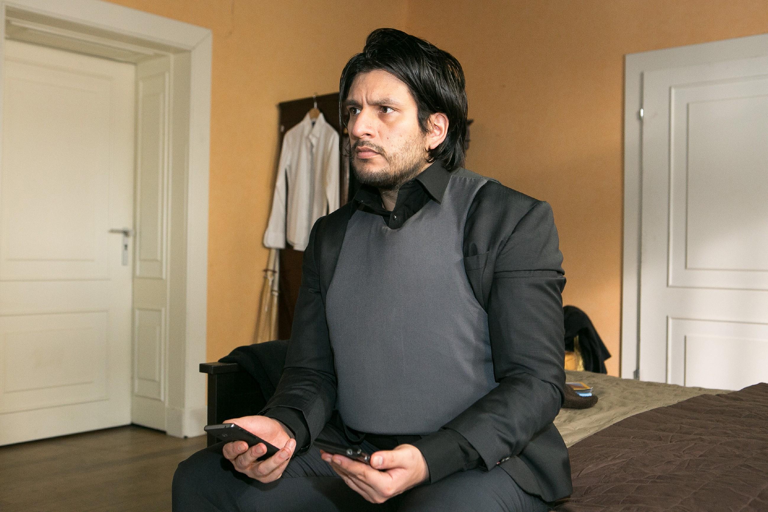 Maximilian (Francisco Medina) wird erpresst und sieht keinen anderen Weg, als sich auf Vincents Forderung einzulassen... (Quelle: RTL / Kai Schulz)