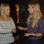 Sunny (Valentina Pahde, r.) appelliert an Lilly (Iris Mareike Steen), ihre Liebe zu Felix zu akzeptieren. (Quelle: RTL / Rolf Baumgartner)