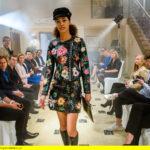 ARD STURM DER LIEBE FOLGE 2681, am Freitag (05.05.17) um 15:10 Uhr im ERSTEN. Ein Model (Komparsin) präsentiert Claras Kollektion bei der Fashionshow. (Quelle: ARD/Christof Arnold)