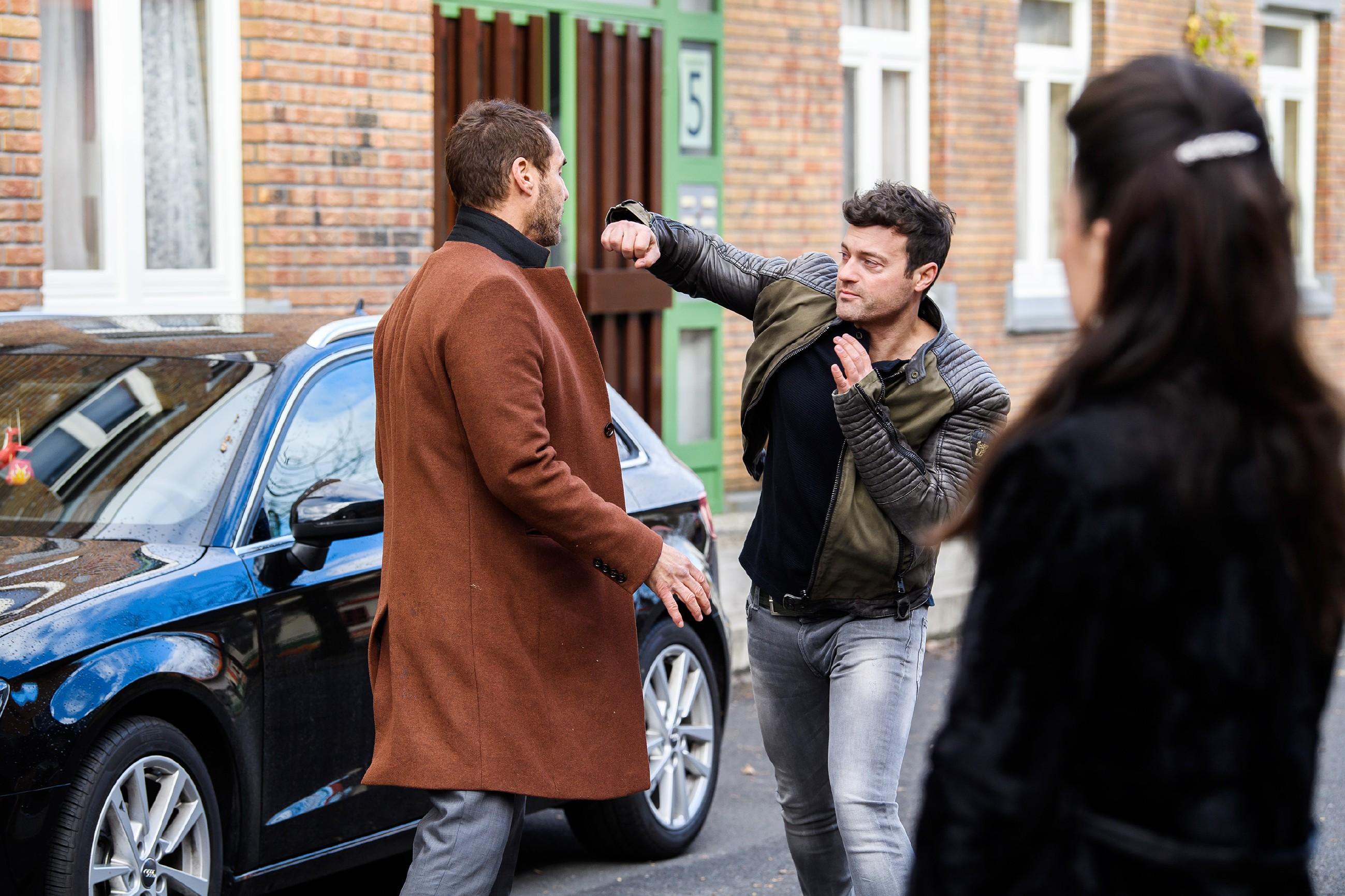 Als sich Bens (Jörg Rohde, r.) Wut gegen Richard (Silvan-Pierre Leirich) entlädt, begreift Simone (Tatjana Clasing) geschockt, dass ihre Eifersucht auf Carmen nicht unbegründet war...