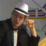 Ole startet mit seinen Mitbewohnern ein Pokerturnier. (Quelle: RTL 2)