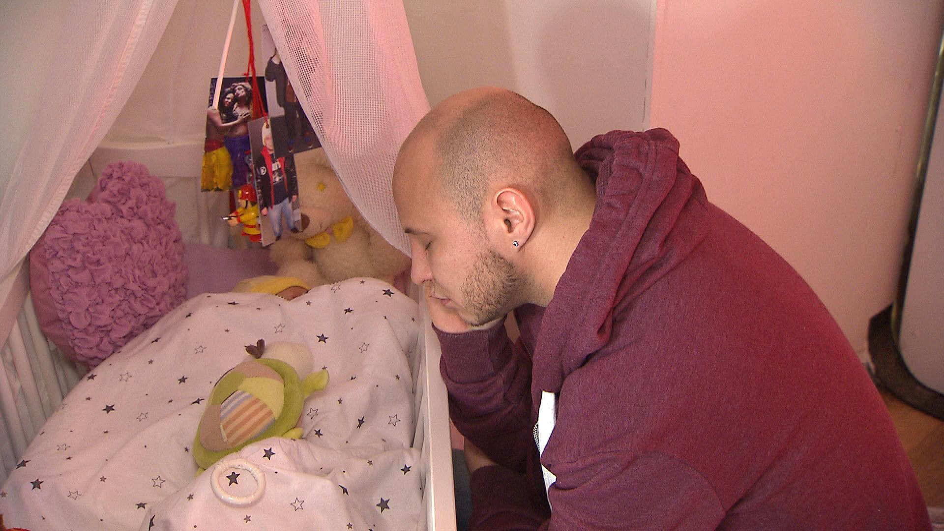 Krätze will sich nicht eingestehen, dass das neue Leben als Vollzeit-Vater enorm an seinen Kräften zehrt. (Quelle: RTL 2)