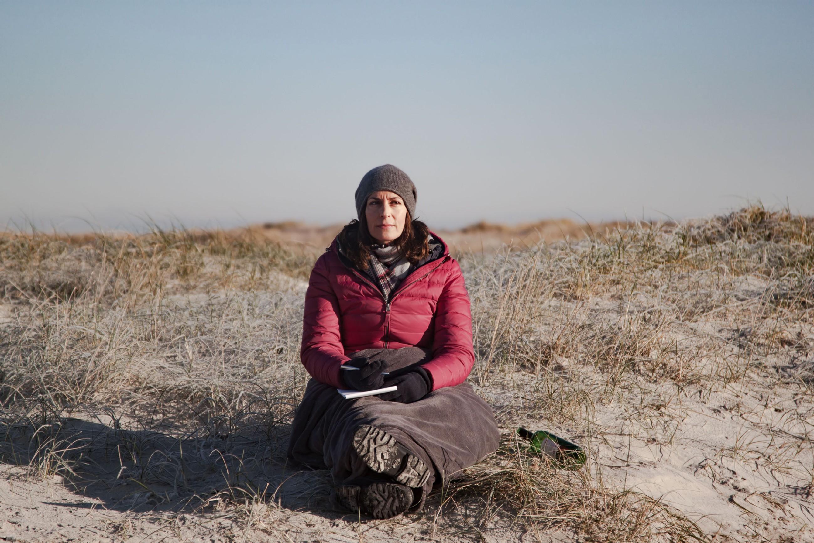 Katrin (Ulrike Frank) und Till genießen die gemeinsame Zeit am Meer, doch ganz ausblenden kann Katrin ihre Sorge um Till nicht...