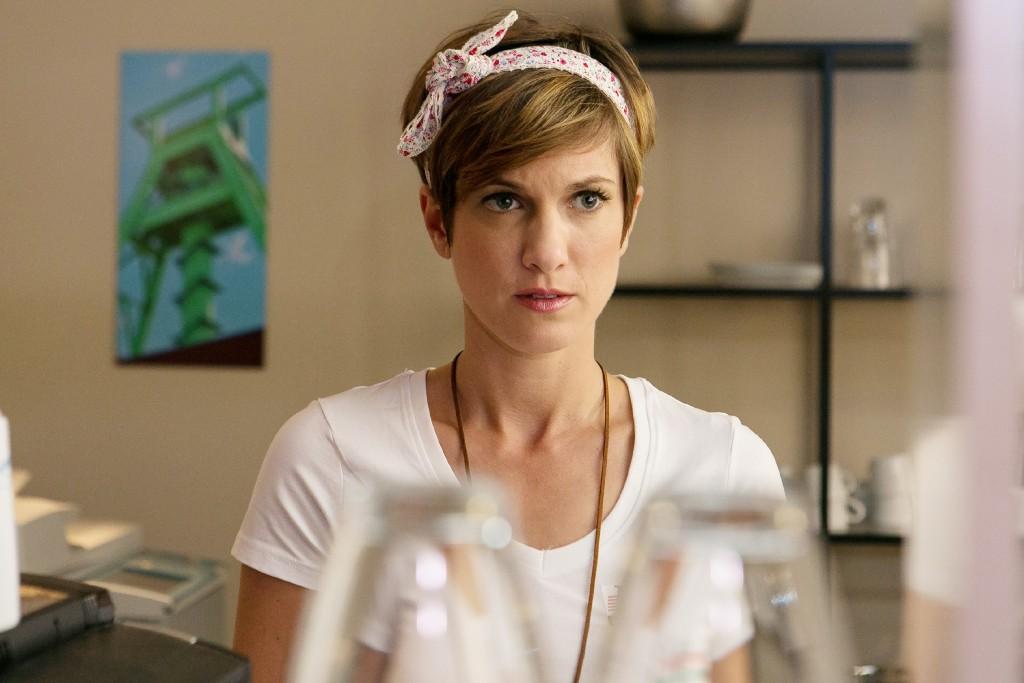 Pia (Isabell Horn) horcht irritiert auf, als Christoph und Vanessa über einen Lügendetektortest sprechen.