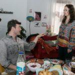 Carmen (Heike Warmuth) ist erleichtert, als Ben (Jörg Rohde) ihre Unruhe auf die bevorstehende Hochzeit schiebt. (Quelle: RTL / Kai Schulz)