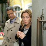 Andrea (Astrid Leberti) bekommt im Beisein von Benedikt (Jens Hajek) voller Scham mit, wie ihr Vater sie vor Irene in Schutz nimmt. (Quelle: RTL / Stefan Behrens)