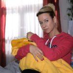 Ute (Isabell Hertel) bemüht sich vergeblich, ihre Tochter zu beruhigen - offenbar muss Maja sich nach der langen Trennung erst an ihre Mutter gewöhnen. (Quelle: RTL / Stefan Behrens)