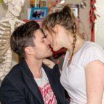 Elli (Nora Koppen) und Paco (Milos Vukovic) finden endlich wieder zueinander. (Quelle: RTL / Stefan Behrens)