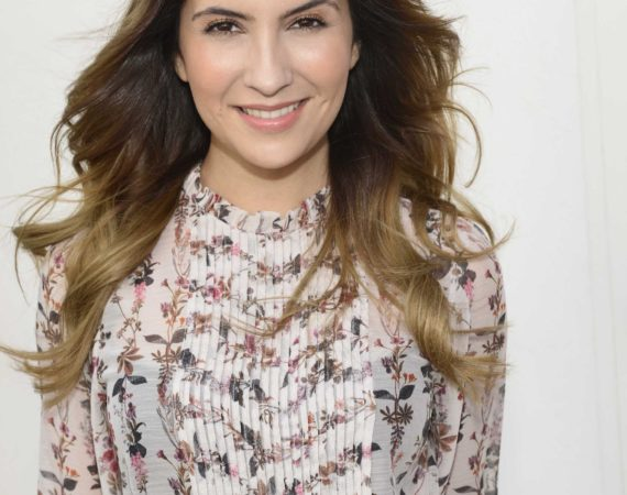 Chryssanthi Kavazi spielt Laura Weber