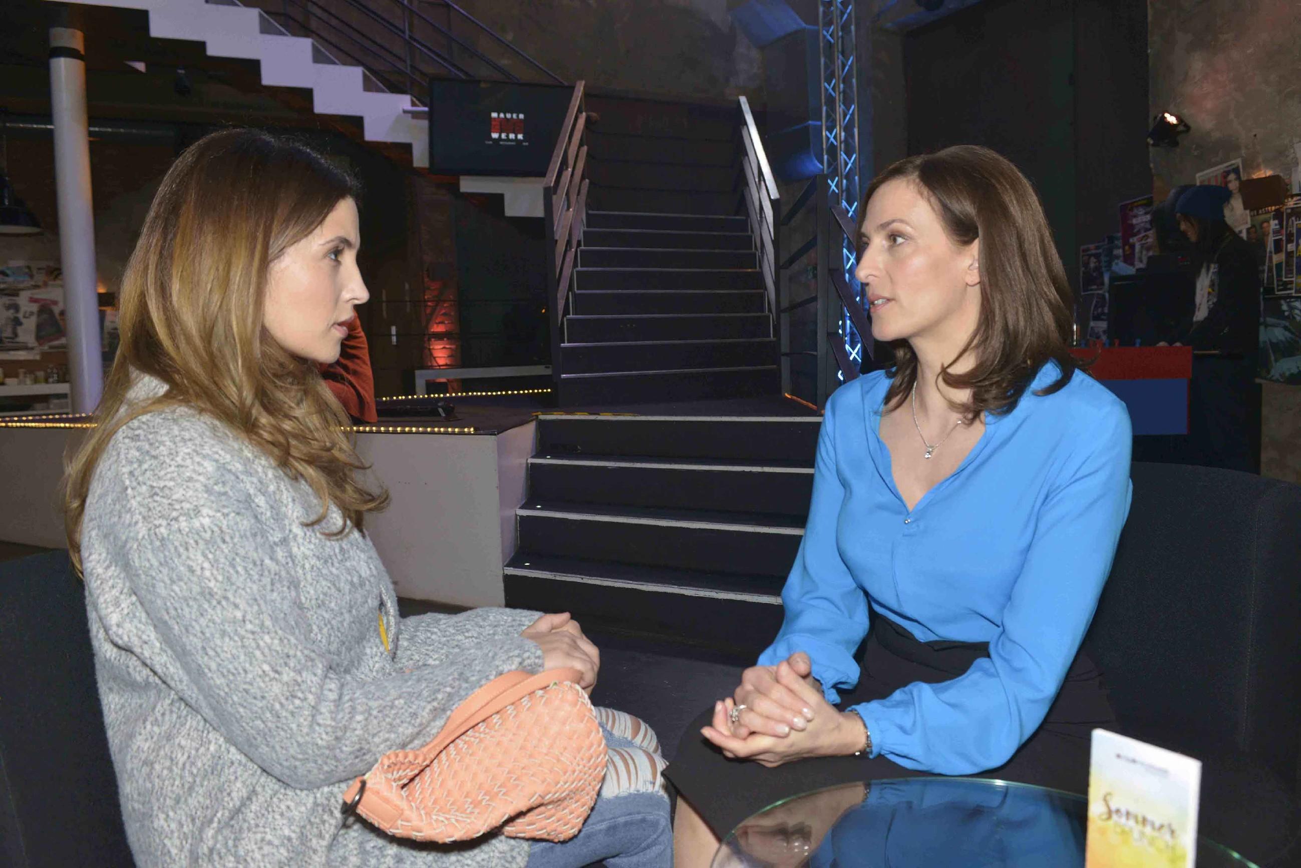 Laura Weber (Chryssanthi Kavazi, l.) und Katrin (Ulrike Frank)