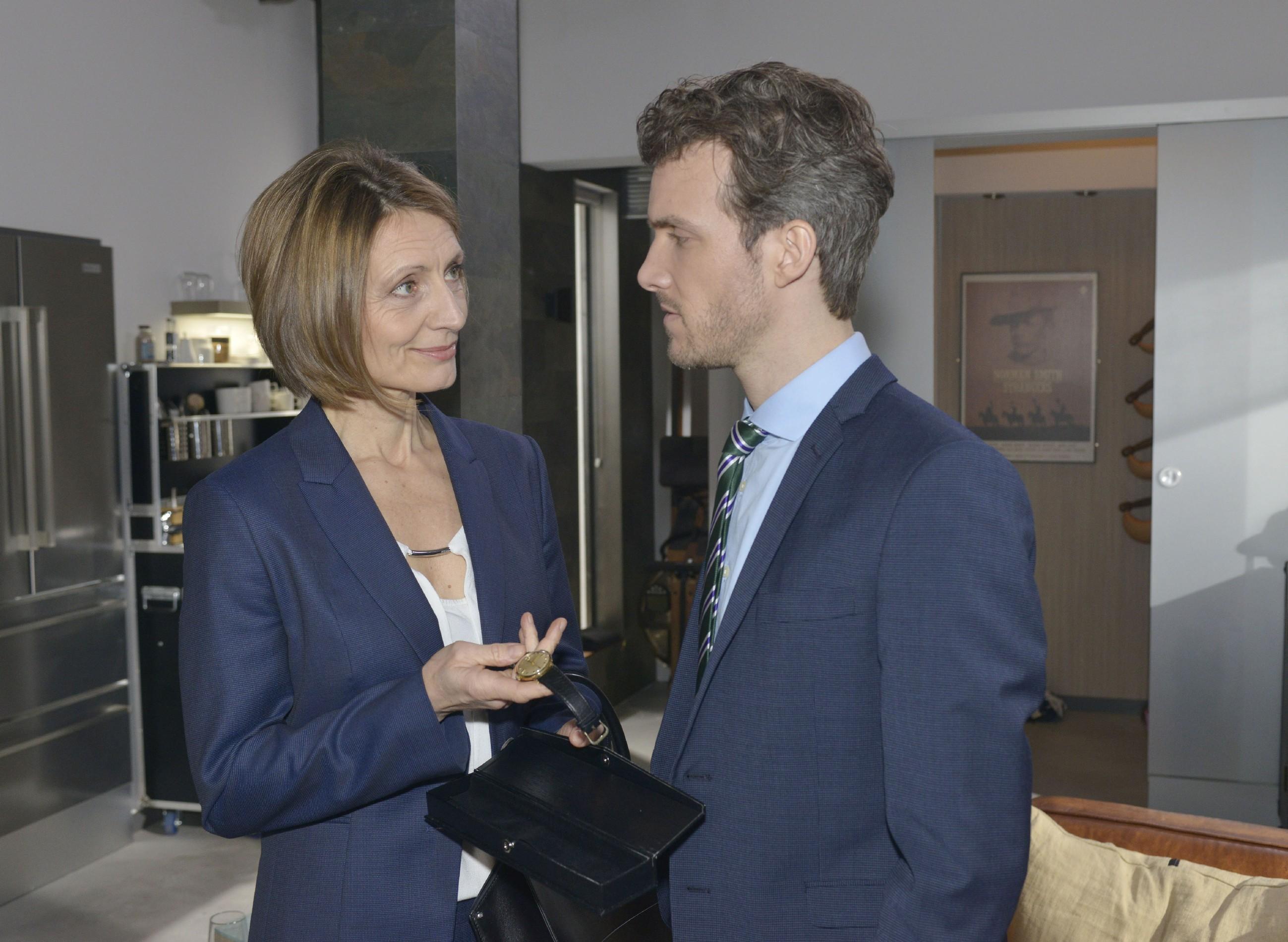 Felix (Thaddäus Meilinger) ist erleichtert, als Rosa (Joana Schümer) ihm Vertrauen entgegenbringt. (Quelle: RTL / Rolf Baumgartner)