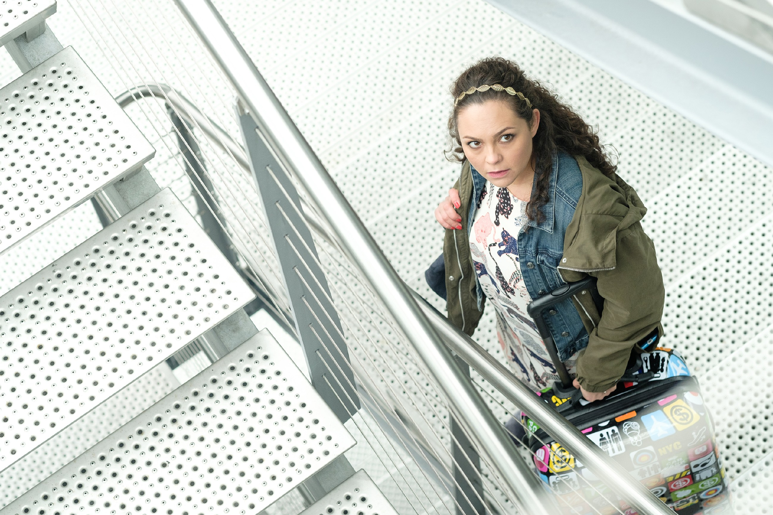 Caro (Ines Kurenbach) tritt schweren Herzens die Abreise an... (Quelle: RTL / Stefan Behrens)