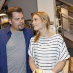 Sophie (Lea Marlen Woitack) wirbt bei Leon (Daniel Fehlow) um Verständnis für John. (Quelle: RTL / Rolf Baumgartner)