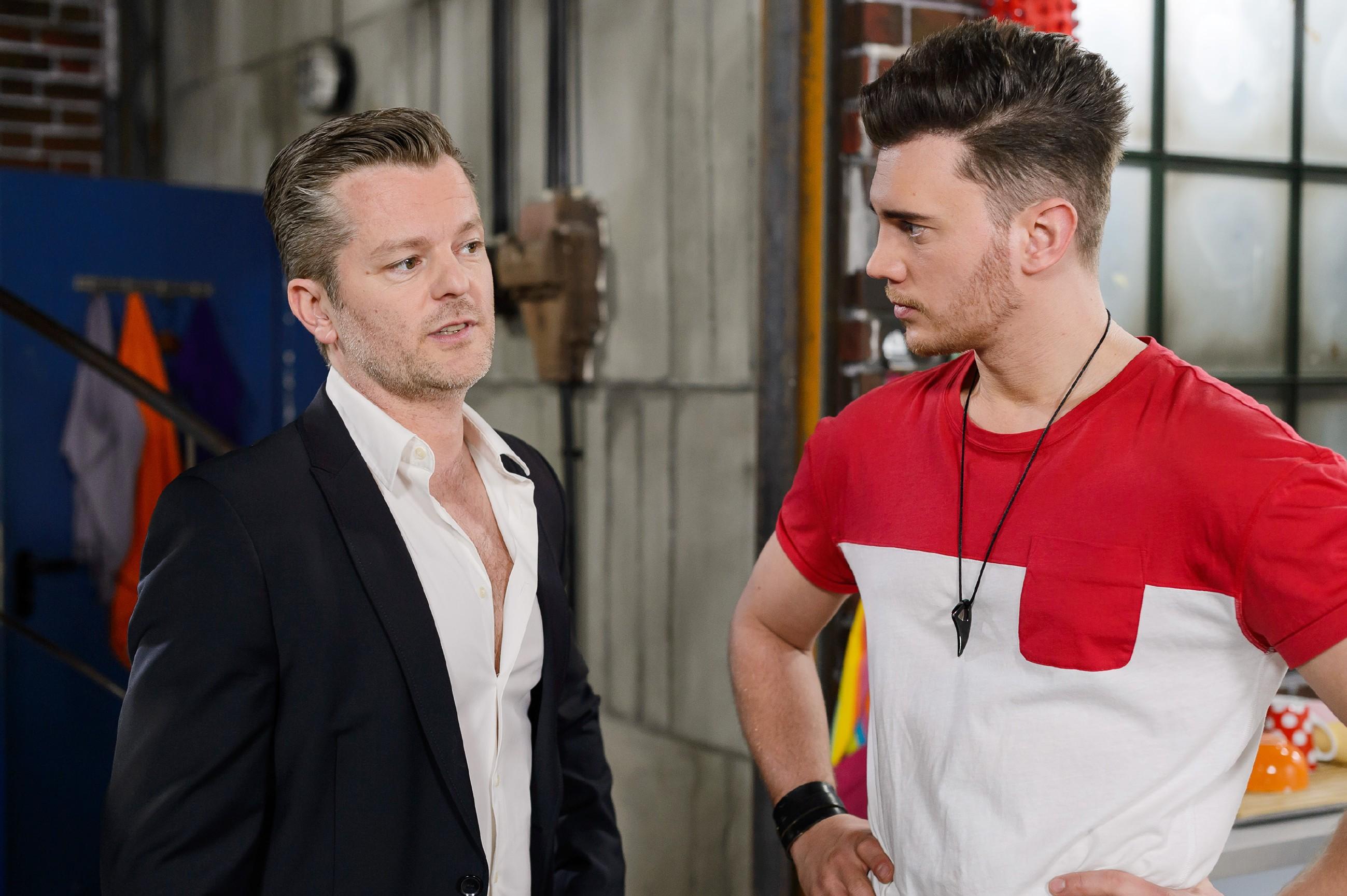 Ingo (André Dietz, l.) zeigt sich gegenüber Ronny (Bela Klentze) entschlossen, um seinen Traum zu kämpfen. (Quelle: Foto: RTL / Willi Weber)