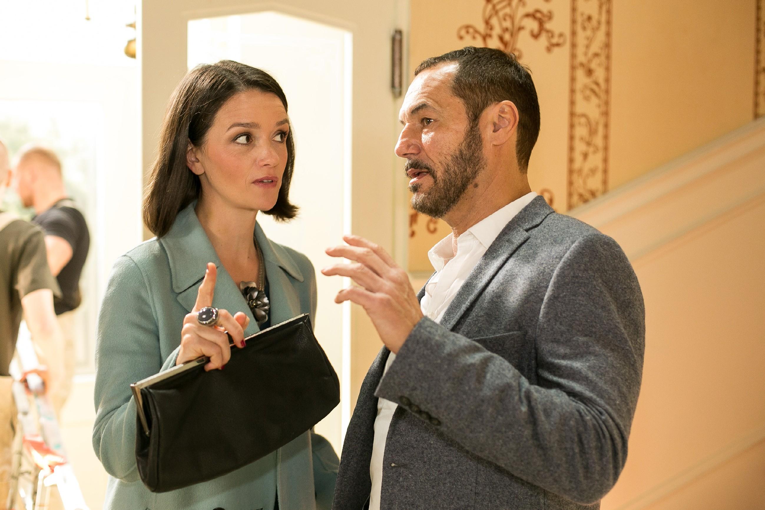 Jenny (Kaja Schmidt-Tychsen) trifft auf Richard (Silvan-Pierre Leirich), der beschlossen hat, zu Simone auf Distanz zu gehen. (Quelle: Foto: RTL / Kai Schulz)