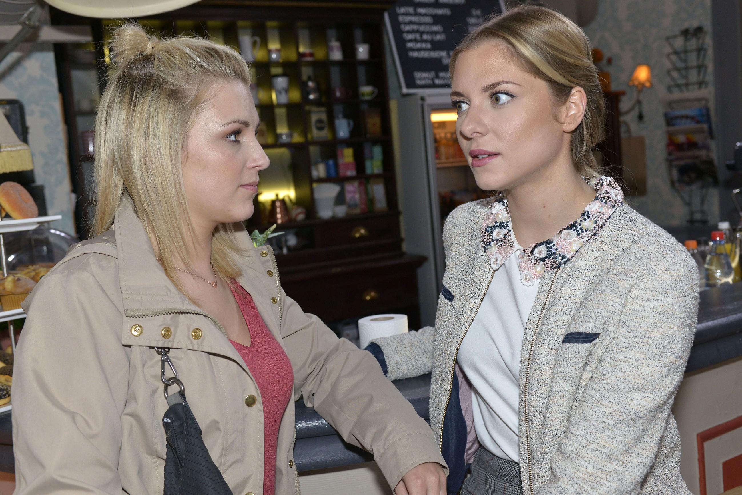 Ist an Lillys (Iris Mareike Steen, l.) Verdacht bezüglich Felix vielleicht doch etwas dran? Sunny (Valentina Pahde) will Klarheit und selbst mit Chris zu sprechen... (Quelle: RTL / Rolf Baumgartner)