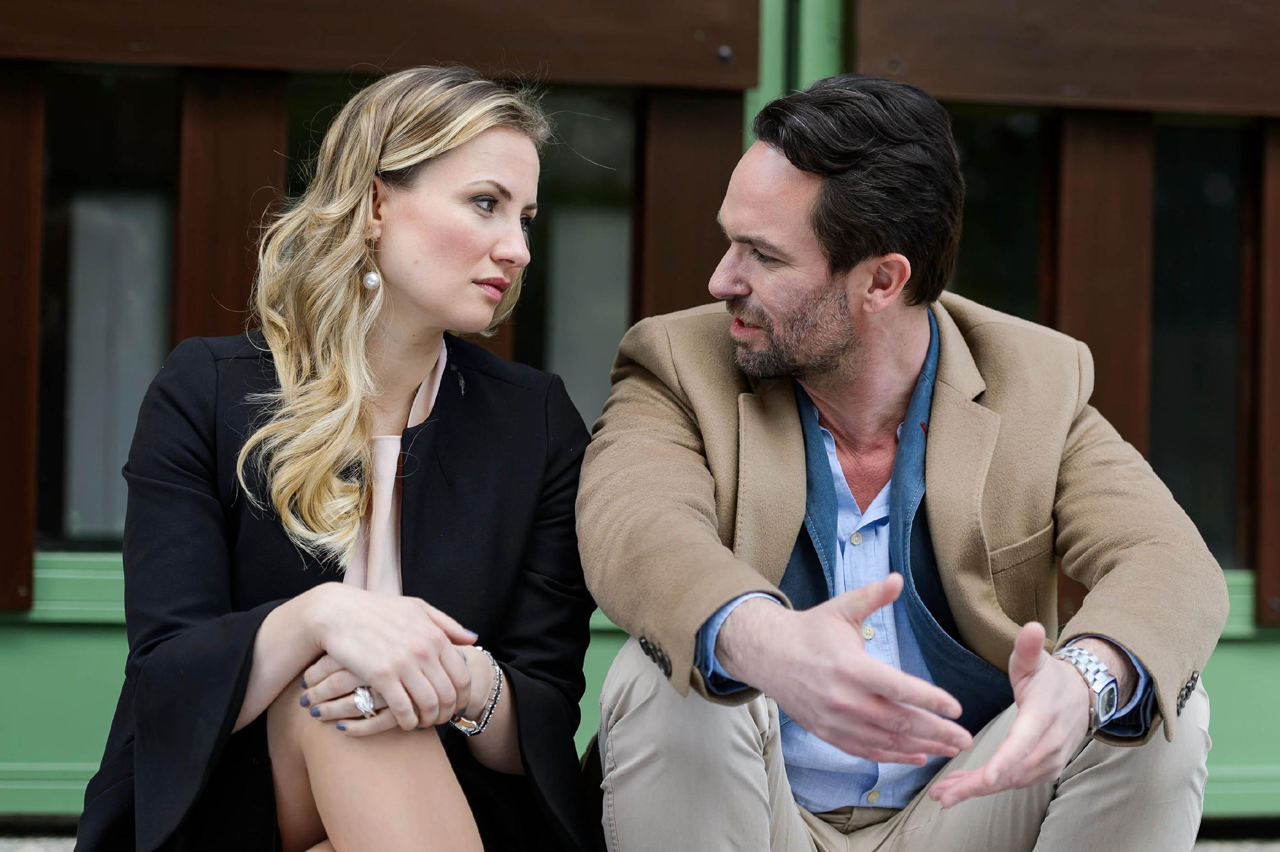 Isabelle (Ania Niedieck) und Thomas (Daniel Brockhaus) erinnern sich gerne an ihre gemeinsame Zeit. (Quelle: RTL / Willi Weber)