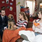 Tobias (Patrick Müller) verspricht KayC (Pauline Angert, M.) in Gegenwart von Elli (Nora Koppen), weiter mit ihr gegen Bremer zu kämpfen. (Quelle: RTL / Stefan Behrens)