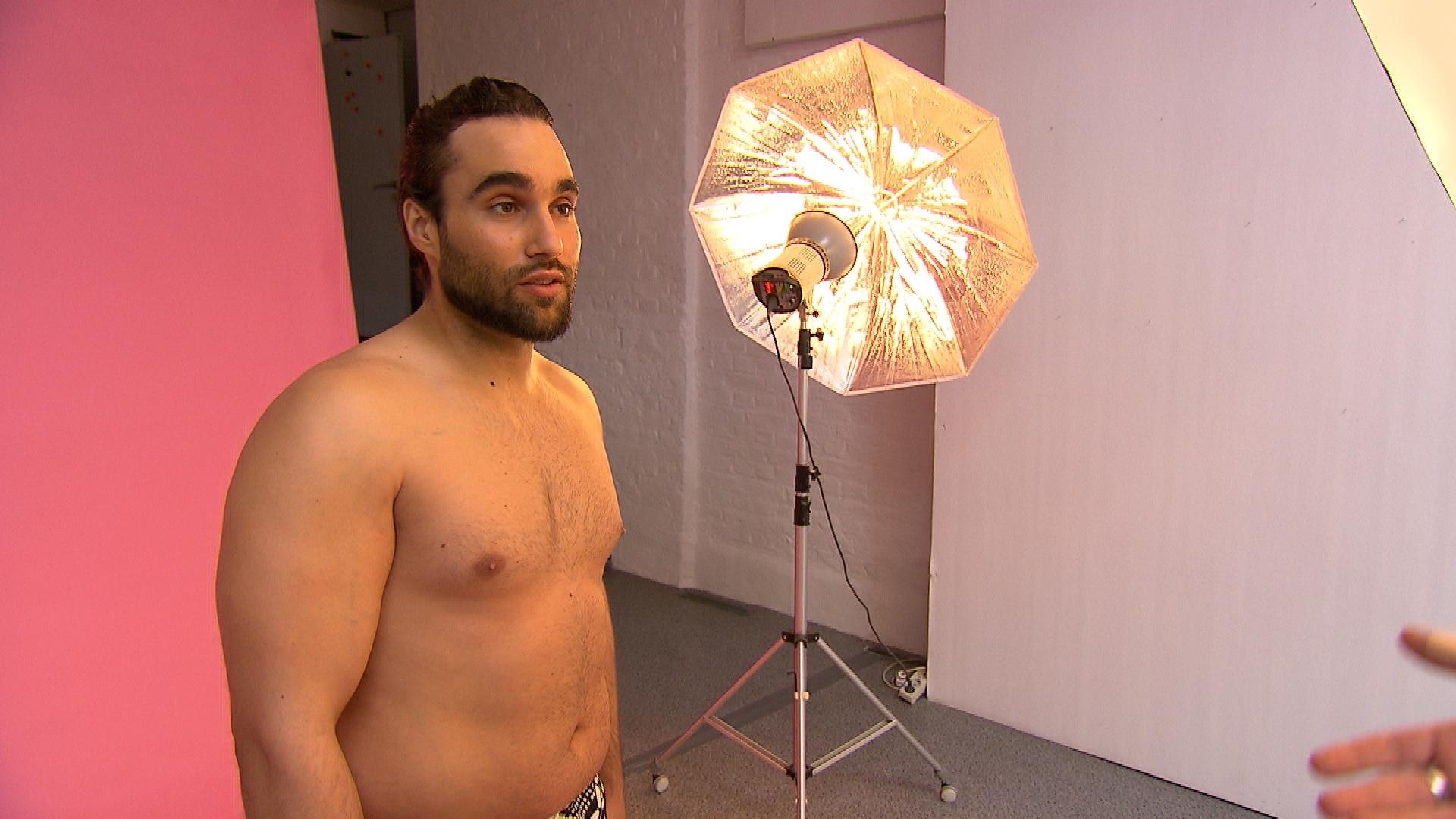 Diego ist gut gelaunt, da er einen Anruf seiner Agentur erhalten hat, die ihn auf ein Casting schicken will (Quelle: RTL 2)