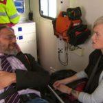 Mel RTW erfährt von einem Patienten, dass sein Leben den Bach runtergegangen ist, nachdem Kevin ihm vor einigen Monaten dabei helfen wollte, sein Leben in den Griff zu kriegen. (Quelle: RTL 2)