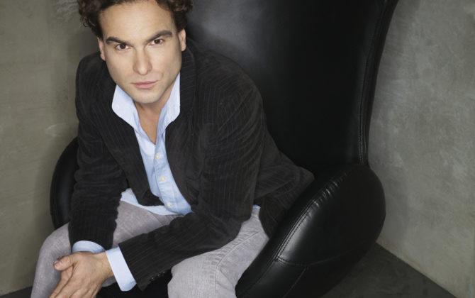 The Big Bang Theory Vorschau  – Freiflug nach Genf Der Valentinstag steht vor der Tür und die Freunde überlegen, wie sie ihn verbringen werden