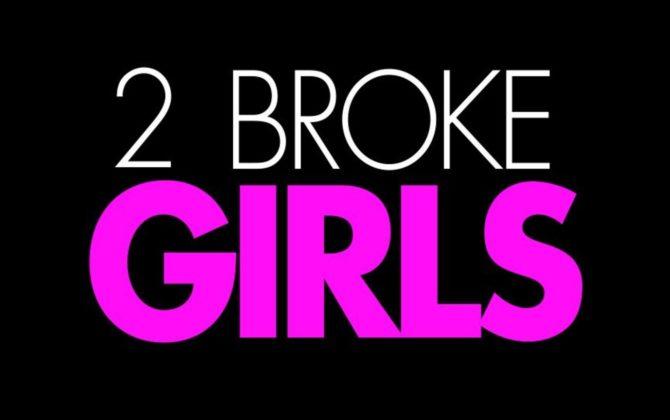 2 Broke Girls Vorschau  – Das verstrickte Fahrrad Eines Abends steht eine Frau vor dem Cupcake-Laden, die die halbe Straße in einer Guerilla-Aktion in ein Strickkleid hüllt – darunter auch ein altes Fahrrad, das schon seit einig