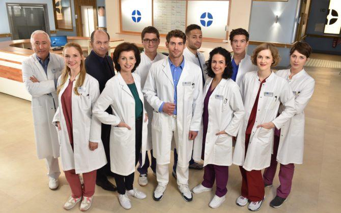 In aller Freundschaft – Die jungen Ärzte Vorschau Folge 185 Leyla Sherbaz hat die Ausbildung der Assistenzärzte im Johannes-Thal-Klinikum übernommen