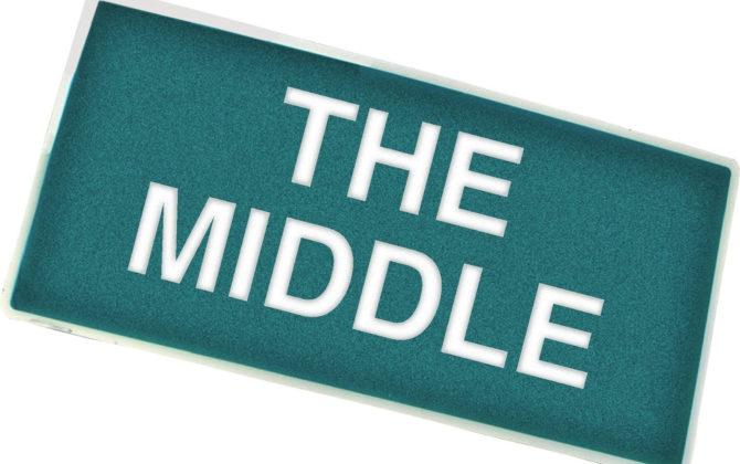 The Middle Vorschau  – Der Trockenbau Frankie sucht eine inspirierende Beschäftigung und findet die Erfüllung durch die Kirche; ihren Kindern gefällt das gar nicht