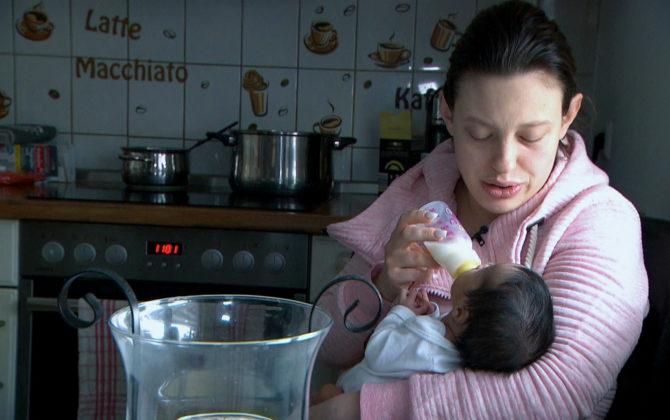 Hartz und herzlich – Tag für Tag Benz-Baracken Vorschau Folge 12 Janine verlässt mit ihrer Tochter Jaylin die Klinik